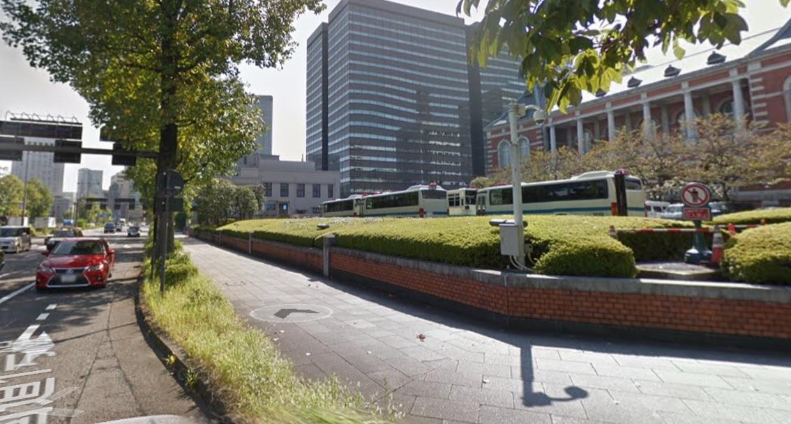 国立国会図書館前