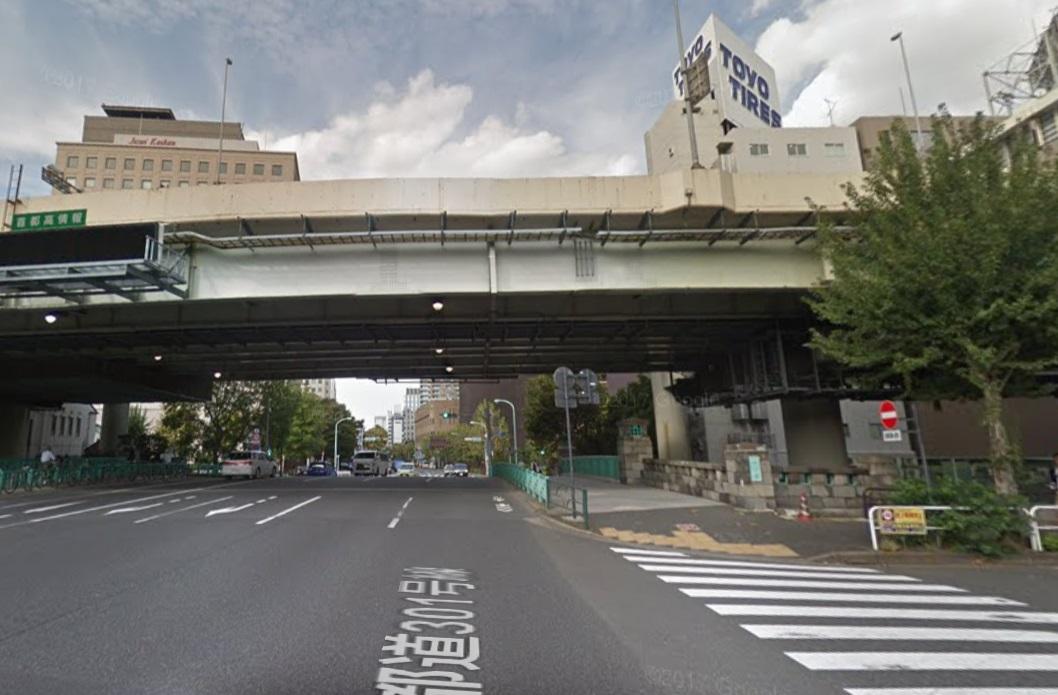 竹橋の首都高速高架下