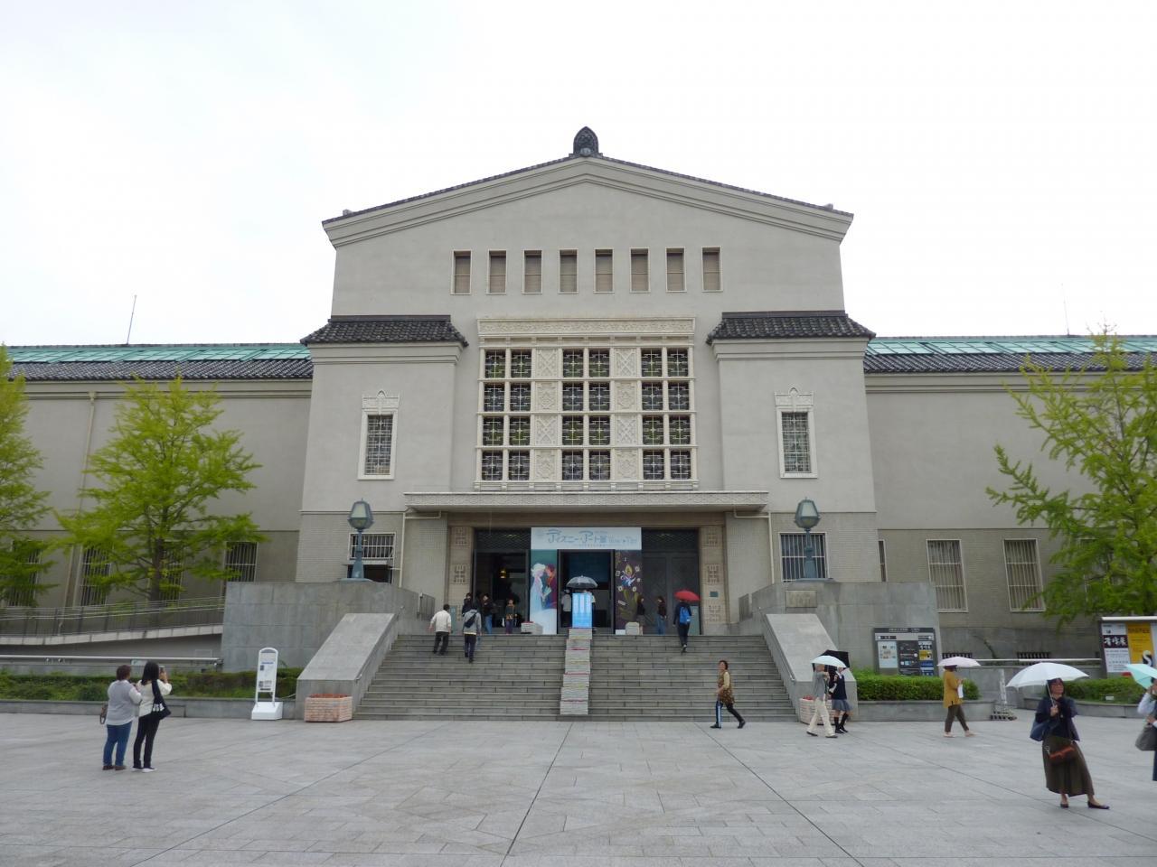 大阪市立美術館前