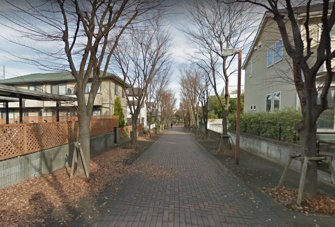荏田東すいせん公園前の道路