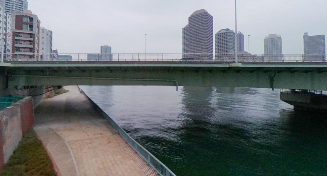 佃大橋の下の道路