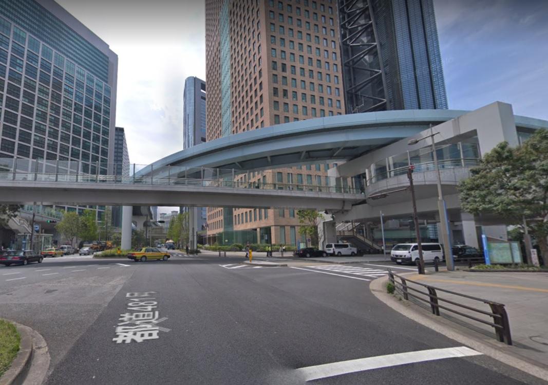 汐留北の歩道橋下