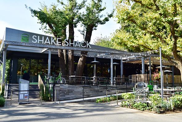 シェイクシャック 外苑いちょう並木店