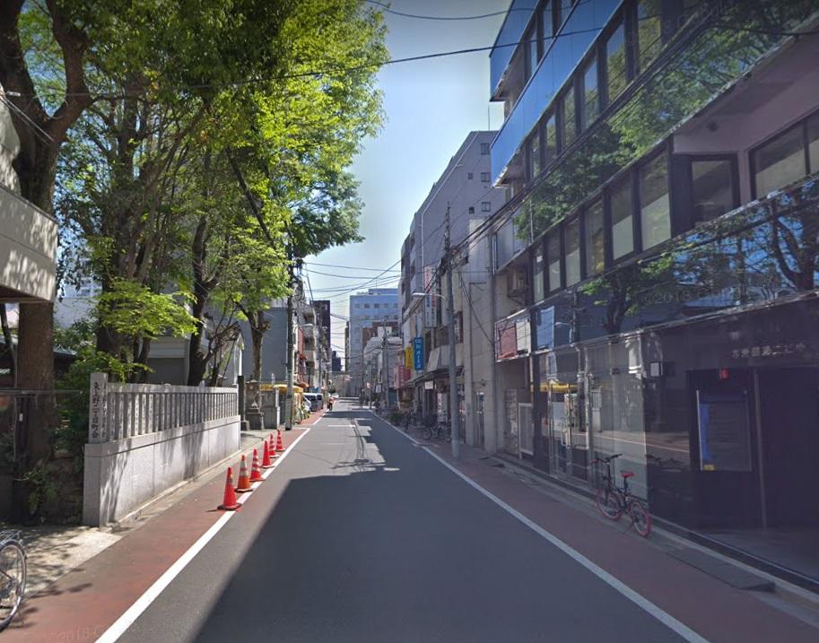 下谷神社前の道路