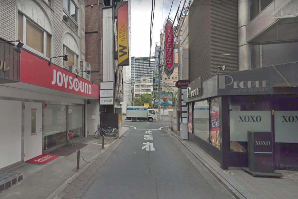 新宿歌舞伎町の路地