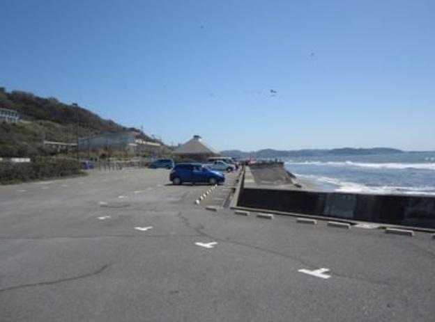 七里ヶ浜海岸駐車場