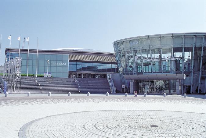 横浜国際プール前
