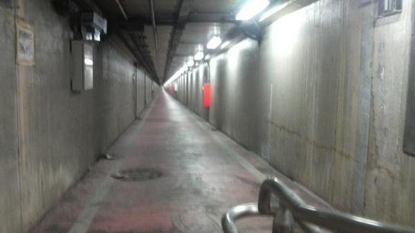 川崎港海底トンネル人道