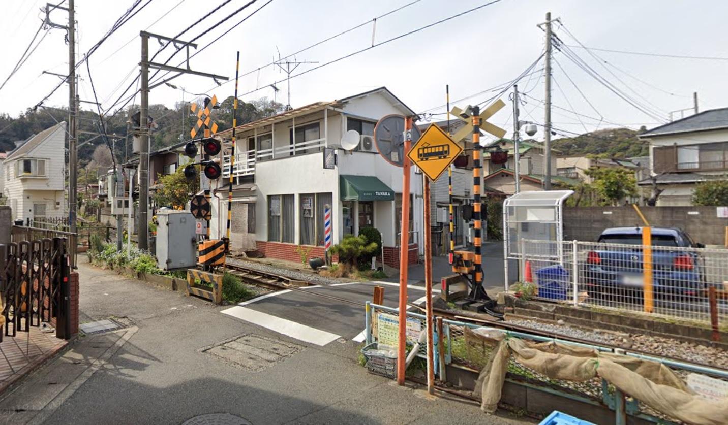 長谷駅近くの江ノ電踏切